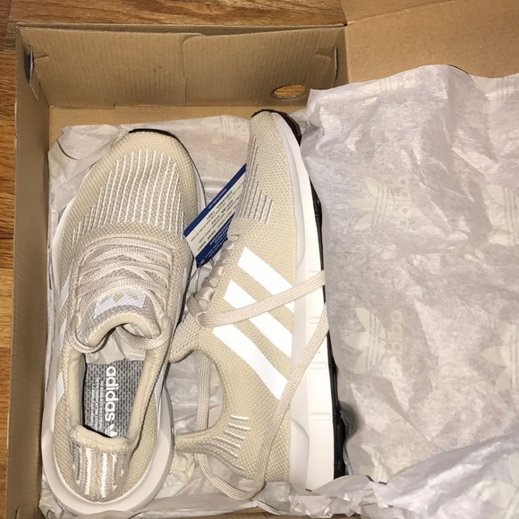adidas scarpe nuove di zecca swift run poshmark femminili